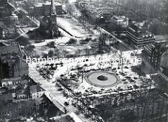 Altes Luftbild von Wandsbek  - Blick auf den Wandsbeker Marktplatz und die Christuskirche.