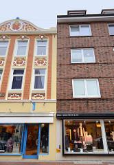 Geschäftshäuser / Wohnhäuser in der Schillerstraße / Cuxhaven - Jugendstilarchitektur + schlichte Backsteinfassade.