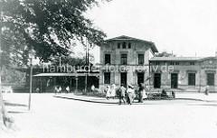 Altes Bild vom Empfangsgebäude des Wandsbeker Bahnhofs, eröffnet 1865.