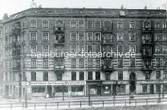 Historische Ansicht aus Hamburg Rothenburgsort, fünfstöckiges Wohngebäude / Eckhaus - Geschäfte im Erdgeschoss, Glaserei / Destillation Carl Henning Weinhandlung, Kohlenhändler / Steinkohle.