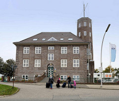 Gebäude der Wetterstation am Hafen von Cuxhaven - Sitz vom Deutschen Wetterdienst DWD.