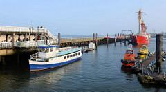 Hafen von Cuxhaven / Alte Liebe; Ausflugsschiff Otter - Feuerschiff Elbe 1, das bis 1988 in der Elbmündung vor Cuxhaven als schwimmendes Seezeichen diente - jetzt Museumsschiff.