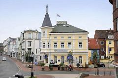 Historische Architektur am Alten Deichweg in Cuxhaven - Fischrestaurant und Hotel.
