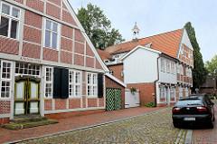 Historische Fachwerkhäuser in der Straße Himmelreich in Otterndorf - im Hintergründ die Rückseite der alten Lateinschule.