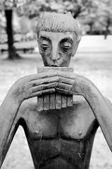 Faun - Skulptur in der Haydnstraße / Cuxhaven; Bildhauer Franz Rotten, 1966 - Kunst im öffentlichen Raum.