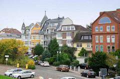 Architektur / unterschiedliche Architekturformen, Baustile - Wohnhäuser am Elbdeich von Cuxhaven.