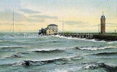 Altes farbiges Bild der Deichanlage am Hafen von Cuxhaven - Leuchtturm und Schiffe / Segelschiff und Dampfschiff auf der Elbe.