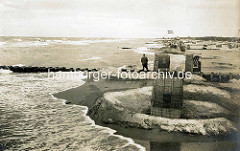 Historisches Motiv vom Strand in Cuxhaven - Sandburg mit Strandkorb.