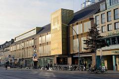 Geschäftshäuser / Einkaufscentrum Quaree an der Wandsbeker Marktstraße im Hamburger Stadtteil Wandsbek.