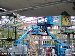 Umbau vom Busbahnhof Wandsbeker Marktplatz - neue Überdachung. (ca. 2005)