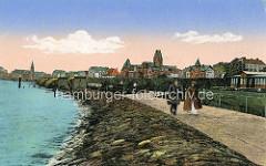 Alte colorierte Darstellung von der Uferpromenade in Cuxhaven, Spaziergänger - Kirchturm der Marine Garnisionskirche.