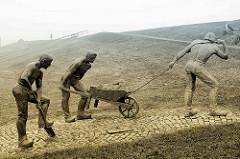 Keen nich will dieken, de mutt wieken - Skulptur zum Gedenken an das Eindeichen in Otterndorf; Entwurf / Ausführung Bildhauer Müller-Belecke, 1996.