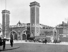 Altes Bild vom Empfangsgebäude vom Berliner Bahnhof am Deichtorplatz zwischen der Hamburger  Banksstraße und Amsinckstraße.