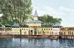 Historisches Motiv von der Wandsbeker Badeanstalt - Holzpavillion und Steg am Wasser.