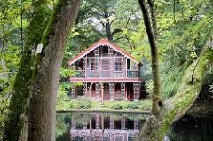 Schweizer Haus / Teehaus in der Gartenanlage / Schloßpark von Ritzebüttel; erbaut 1847