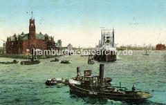 Historische Ansicht vom Kaiserspeicher / Kaispeicher A am Kaiserhöft; Barkassen auf der Norderelbe - Frachter liegen an Dalben auf Reede.