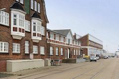 Gebäude am Nordseekai vom Alten Fischereihafen in Cuxhaven. Der Alte Fischereihafen wurde Anfang 2017 vom niedersächsischen Hafenbetreiber Niedersachsen Ports an die Cuxhavener Plambeck Holding verkauft.  Dieser Hafenbereich soll für touristische u