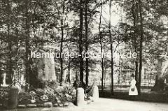 Historische Ansicht - Gedenkstein im Wandsbeker Gehölz - Matthias Claudius, errichtet 1840.