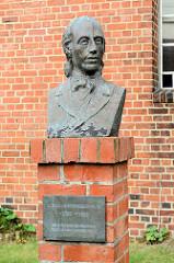 Büste, Denkmal Johann Heinrich Voß, 1751 - 1826.   Deutscher Dichter und ein bedeutender Übersetzer. Im Sommer 1778 wurde er Rektor an der Lateinschule in Otterndorf an der Unterelbe.