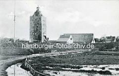 Alte Ansicht der Insel Neuwerk - Leuchtturm und Wohnäuser mit Reet gedeckt - Sendemast / Antenne.