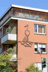 Fassadendekoration Storchennest - Wohnhaus in Hamburg Billstedt.