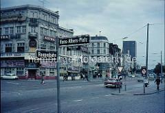 Hamburg der 1980er Jahre - Straßenschild Reeperbahn / Hans Albers Platz - dieser hieß früher Wilhelmsplatz.