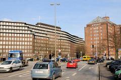 Blick von der Straße Dovenfleet zum Messberg und das Hamburger Kontorhausviertel - lks. das Chilehaus, re. der Messberghof.