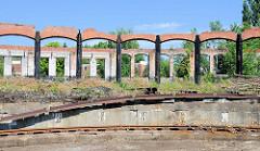 Ehem. Drehscheibe / Lokschuppen Bahnanlage Hamburg Wilhelmsburg - stillgelegt nach der Inbetriebnahme des Rangierbahnhofs Maschen um 1980.