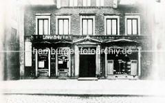 Historische Ansicht vom Sieldeich auf der Hamburger Veddel - Kneipe, Gaststätte mit Löwen Bräu Schild.