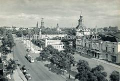 Historisches Panorama von Hamburg - Blick über die Reeperbahn in St. Pauli - Türme der Hansestadt, in der Bildmitte das Bismarckdenkmal.