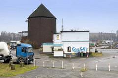 Wohnhaus und Rundbunker / Zombeckbunker  am Veddeler Elbdeich in Hamburg Veddel.