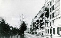 Historische Ansicht vom Sieldeich auf der Hamburger Veddel - mehrstöckige Wohnhäuser mit Balkons.