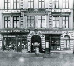 Historische Ansicht vom Sieldeich auf der Hamburger Veddel - Eisenwaren + Schiffsausrüstung und Oberländer Brot u. Kuchen Bäckerei.