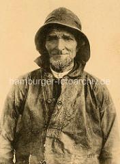 Historisches Portrait eines hageren Fischers in Ölzeug / Frankreich.