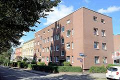 Mehrstöckige Wohnblocks in der Kapellenstraße von Hamburg Billstedt - kubischer Wohnblock mit Backsteinfassade / Wetterfront mit Isolierung versehen.
