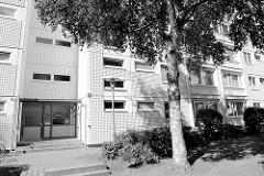 Wohnhaus mit strukturierter Fassade - Gubener Straße in Hamburg Jenfeld.