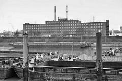 Blick über den Peutehafen zur Peutestraße - Industriearchitektur der ehem. GEG.