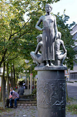 Kunst im Öffentlichen Raum - Skulptur in der Fussgängerzone Möllner Landstaße.