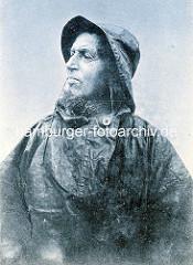 Altes Portrait eines bärtigen Fischers in Ölzeug / Frankreich.