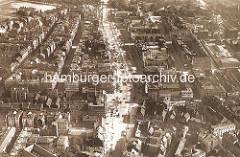 Altes Flugbild / Luftaufnahme von der Reeperbahn in Hamburg St. Pauli. Im oberen Bilddrittel re. der Spielbudenplatz und die Davidstraße - am Millerntor das Vergnügungs Trichter.