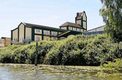 Historische Industriearchitektur am Jaffe David Kanal in Hamburg Wilhelmsburg.