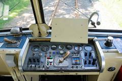 Fahrerstand vom historischen Triebwagen VT 3.09, erbaut 1967 für die EBOE - Elmshorn-Barmstedt-Oldesloer Eisenbahn - Ende der 1990er Jahre zum Partyzug umgebaut.