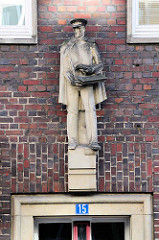 Sandsteinskulptur - Bildhauer Richard Kuöhl - Altstädter Hof, Kontorhausviertel Hamburg.