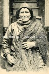 Historische Fotografie - Fischer in Ölzeug mit Netz,  Boulogne-sur-Mer / Frankreich.