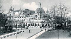 Historische Fotografie aus Hamburg St. Pauli - Blick von der Helgoländer Allee zu Ludwigs Concerthaus - Fussgänger / Radfahrer auf.