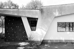 Architektur der 1960er Jahre - Torhaus / Pförtnerhaus in Hamburg Wilhelmsburg.