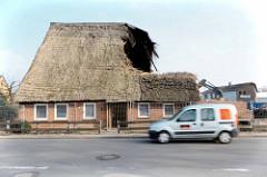 Blick über den Dorfring in Wilstedt zu den Resten des Wohnhauses / Bauernhof Ahlers in Wilstedt / Tangstedt.