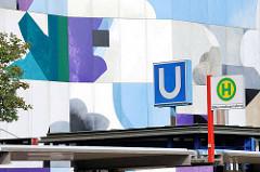 Bilder aus Hamburg Billstedt / Mümmelmannsberg - Bushaltestelle, bunte Hausfassade.