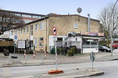 Flaches Gewerbegebäude - Architektur der 1960er Jahre, Straße Sieldeich auf der Veddel in der Hansestadt Hamburg.
