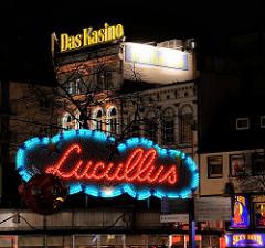 Leuchtwerbung / Leuchtschrift an der Reeperbahn - Hamburgs Sündige Meile auf St. Pauli - Lucullus / Kasino.